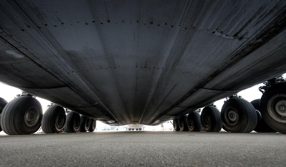 10/15. Точкови морају да се мењају после сваких 90 слетања. Пнеуматици за авион АН-225 производе се у Јарославском заводу за израду гума. Вредност једног пнеуматика износи око 1000 долара.
