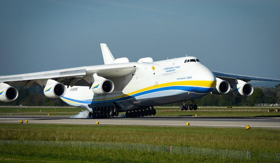 Letalo An-225 velja za enega od največjih nasploh - dolgo je 84 m in visoko 18 m.