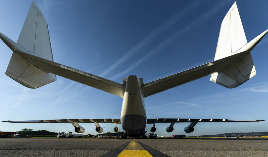 """5/15. У поређењу са највећим """"боингом"""" (модел 747-800) АН-225 је дужи за 8 m, а распон крилa му је већи за чак 20 m."""