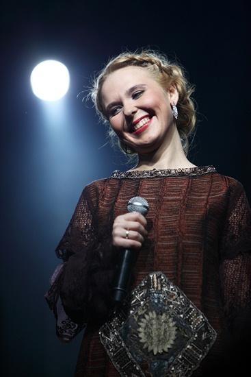 """Sljedeća 1997. godina bila je presudna za karijeru ove pjevačice. Donijela joj je nekoliko značajnih događaja. Hollywoodski redatelj Andrej Končalovski pozvao ju je da nastupi na grandioznoj svečanosti na Crvenom trgu, posvećenoj 850-godišnjici osnutka grada Moskve. Pelageja, koja je izvela svoj hit """"Divno je, braćo, divno!"""" (""""Ljubo, bratsi, ljubo!"""" ), postala je glavna zvijezda programa, koji je i tv kanal BBC prenosio u cijelom svijetu. Od tog trenutka mediji su je prozvali """"Nacionalnim blagom"""" i """"Simbolom perestrojke""""."""
