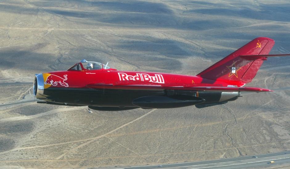 5/11. МиГ-17 је ловачки авион способан да лети брзинама блиским брзини звука. Производио се у СССР-у почев од 1952.  Прављен је у различитим варијантама и користио се у ратним ваздухопловствима бројних земаља.