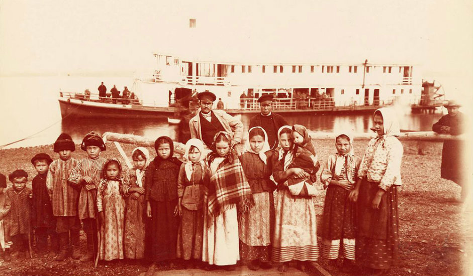 10/16. Група козачке деце на манџуријској граници. Трошкови изградње Транссибирске пруге од 1891. до 1913. износили су 1.455.413.000 рубаља (према ценама из 1913). Целокупан пројекат финансиран је средствима руске државе, без страних кредита.