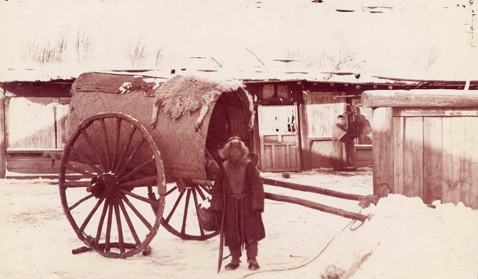 11/16. Манџуријска запрежна кола. Овом пругом годишње је могло да се превезе 100.000 теретних вагона годишње.