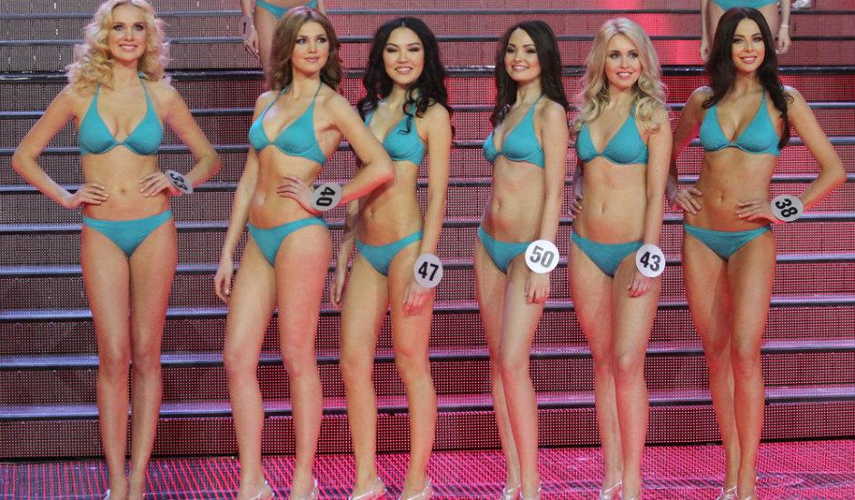 """10/11. Жири конкурса """"Мис Русије"""" бирао је најлепшу, али истовремено и интелигентну и образовану учесницу. Образовање, амбиција, као и """"национални тип"""" лепоте били су кључни приликом избора. Један од главних циљева такмичења је да подстакне лични развој и професионални успех победнице."""
