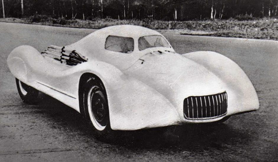 """1/12. """"Москвич-Г2"""". Тркачки аутомобил познат по обарању рекорда. Његови конструктори били су И. А. Гладиљин и И.И. Окуњев, а произведен је 1956. """"Москвич-Г2"""" је поставио три совјетска брзинска рекорда у тркама на дуге стазе. Учествовао је 1959. на првенству СССР-а и победио у класи до 2500 cm3. После 1960. није више коришћен на тркама, тако да је отписан крајем 1963. године. Направљена су само два примерка и оба су растављена за резервне делове."""
