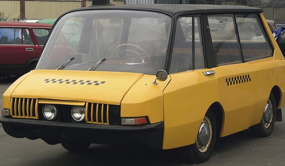 """11/12. ВНИИТЕ ПТ. Још 1950-их совјетски стручњаци су увидели потребу за специјалним такси возилом. Уважавајући њихово мишљење Савет министара СССР-а је 1962. донео указ о развоју миниван возила. Направљен је само један примерак, пошто је процењено да масовна производња неће бити исплатива. Али, ако погледате такси """"Нисан"""" НВ200, који се користи у Њујорку и Лондону, сигурно ћете уочити сличности са """"перспективним таксијем"""" (ПТ) Свесавезног научно-истраживачког института за техничку естетику (ВНИИТЭ)."""
