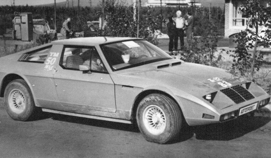 """3/12. """"ЈУНА"""". Аутомобил кућне израде који је 1969. конструисао инжењер и ентузијаста Јуриј Алгебраистов, да би га направио тек 1977. Овај ауто био је изузетно цењен и побрао је бројне награде на међународним изложбама. Ипак, није доживео масовну производњу. Саграђена су два примерка од којих је сачуван само један. Вожен је све време, и од 1977. прешао је више од пола милиона километара."""