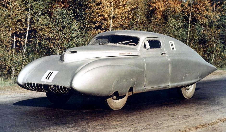 """7/12. """"Победа-Спорт"""". Возила ове марке освојила су укупно три првенства СССР-а (1950, 1955. и 1956). То је био први заиста успешан совјетски спортски аутомобил. То и не чуди, пошто га је конструисао инжењер аеронаутике. Овај ауто је занимљив због свог експерименталног дизајна за који је заслужан конструктор авиона, али и зато што представља пример употребе војне технологије у мирнодопске сврхе."""