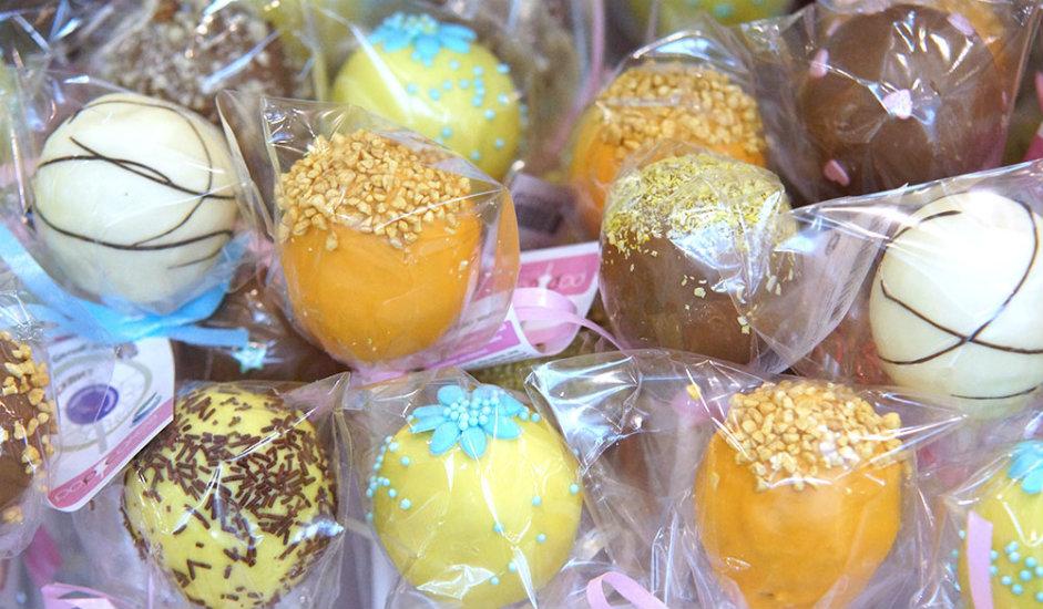Voće preliveno čokoladom još jedna je vrlo omiljena vrsta slatkiša. Uvozilo se iz Francuske, a recept za njegovu pripremu bio je strogo čuvana tajna. Aleksej Abrikosov, poznati proizvođač konditorskih proizvoda iz 19. stoljeća, u tajnosti je sagradio tvornicu na Crnom moru kako bi proizvodio svoje čokoladirano voće.