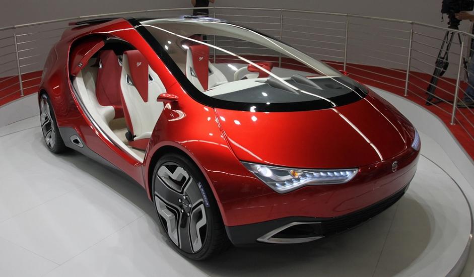 """""""Jo-mobil"""" je hibridni automobil ruske proizvodnje s kombiniranim pogonom - vrši se elektro-transmisija snage dobivene iz generatora povezanog s benzinskim motorom s unutarnjim sagorijevanjem, kao i kapacitativnog akumulatora. Projekt razvoja """"jo-mobila"""" promovirao je biznismen-milijarder Mihail Prohorov. Konstruktori su najavili industrijsku proizvodnju za početak 2015., ali se u veljači 2014. pojavila informacija iz obaviještenih izvora da je daljnji rad na projektu obustavljen."""