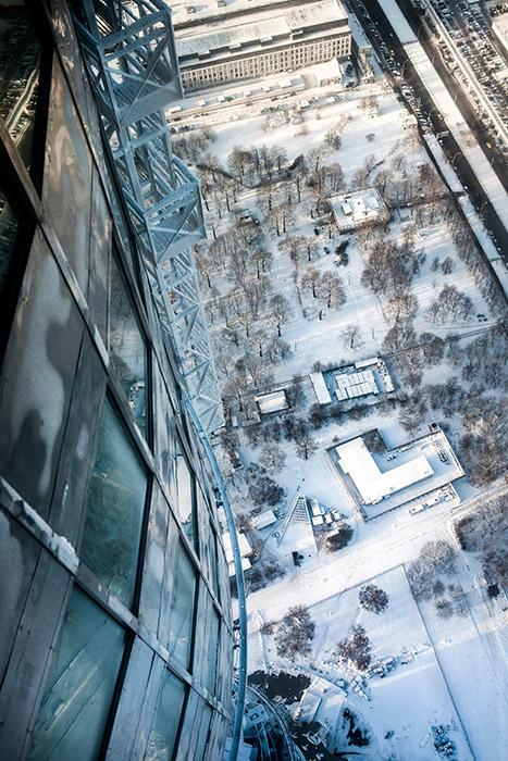 Pada akhir 1936, pemerintah Uni Soviet memutuskan membangun sebuah menara televisi khusus di Moskow. Meski sulit untuk menentukan tanggal pasti peluncuran televisi di Uni Soviet, namun 1 Oktober 1931 dianggap sebagai tanggal lahir televisi nasional Rusia.