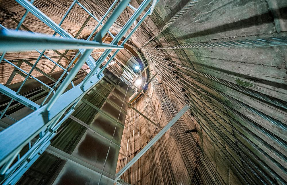 Menara ini menembus 3,5 meter ke bawah tanah.