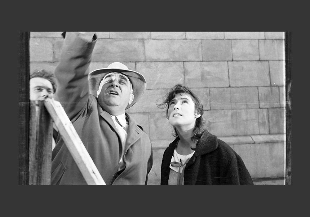 ソ連映画史で最も困難な時期は1950年代前半だったかもしれない。共産党は様々な芸術を管理する規則を次々に作った。ソ連映画が復活したのは、1953年にスターリンが死去してから。ミハイル・カラトゾフの「戦争と貞操」が第11回カンヌ国際映画祭でパルム・ドールを獲得するなど国際的な成功もあった。