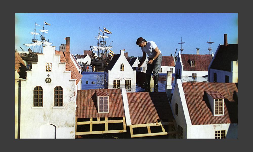 1970年代、モスフィルムはヨーロッパ最大の映画撮影スタジオになった。これまでにモスフィルムはおよそ1200本の映画をリ リースし、国際映画祭で166の賞を獲得していた。製作現場では、中世の城や宇宙船を造ったり、古い硬貨を鋳造したり、ナポレオン時代のキャミソールを作ったり、何でも可能だった。