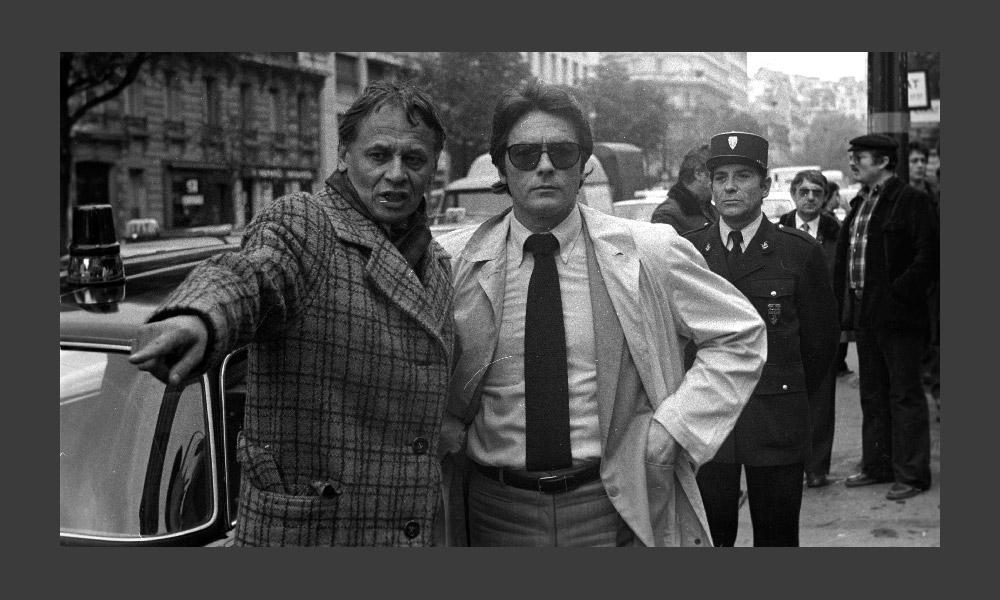1980年代の映画には馴染みのスターばかりが登場し、新しい人材はほとんど現れなかった。まだ誰もソ連崩壊を予期していな かったが、その前兆はあった。「テヘラン43」の製作現場にいるウラジーミル・ナウモフとアラン・ドロン(1980年)。