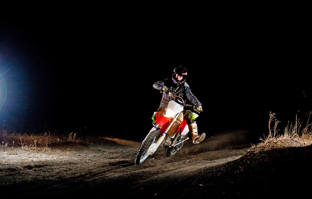 """""""Il y a des trajets fabuleux, aussi bien pour les amateurs d'Enduro que pour les pros de la moto freeride - chacun y trouve son bonheur""""."""