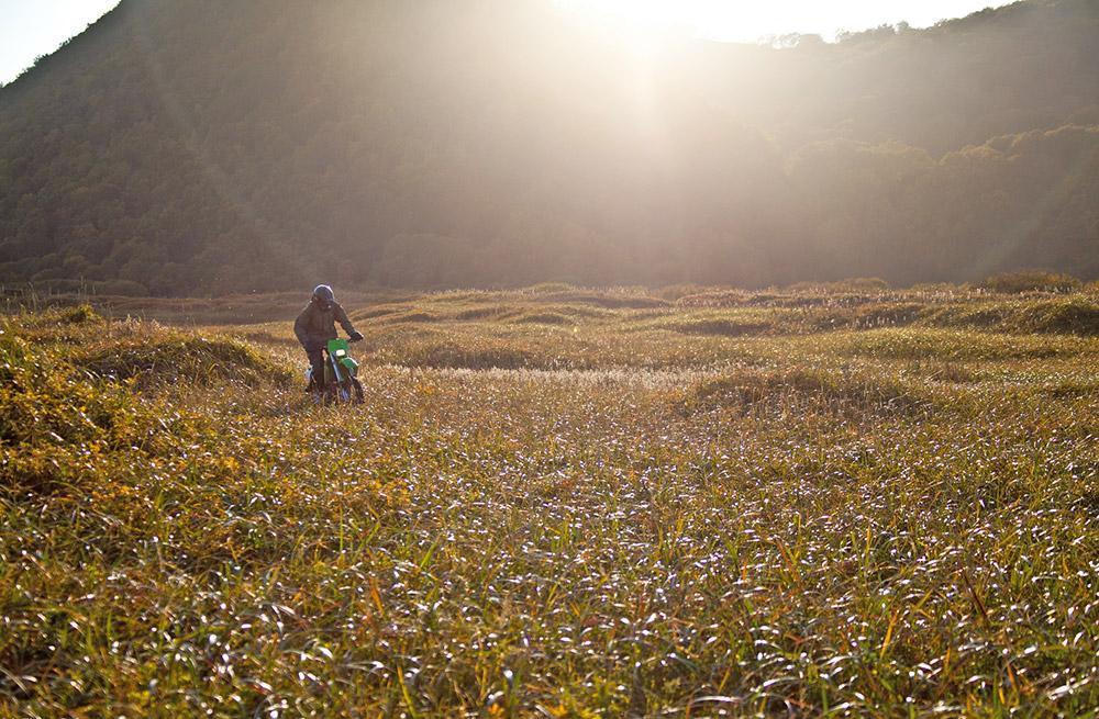 """""""La moto connaît un nouveau souffle au Kamtchatka. De plus en plus de gens achètent des motos, participent à des compétitions, et partent vers des régions reculées de la péninsule. On découvre sans cesse de nouvelles destinations pour voyager à moto""""."""