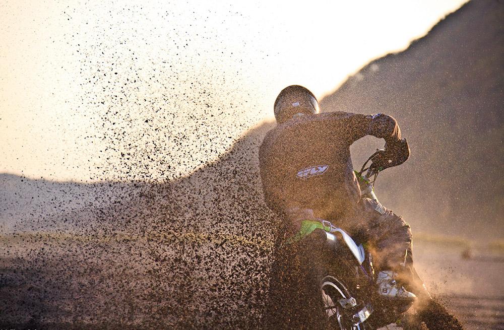"""""""En 2013, la première piste dédiée aux propriétaires de motos Enduro a ouvert au Kamtchatka. L'enduro se pratique sur un terrain très accidenté. Depuis, les propriétaires de ces motos prennent part à des compétitions""""."""