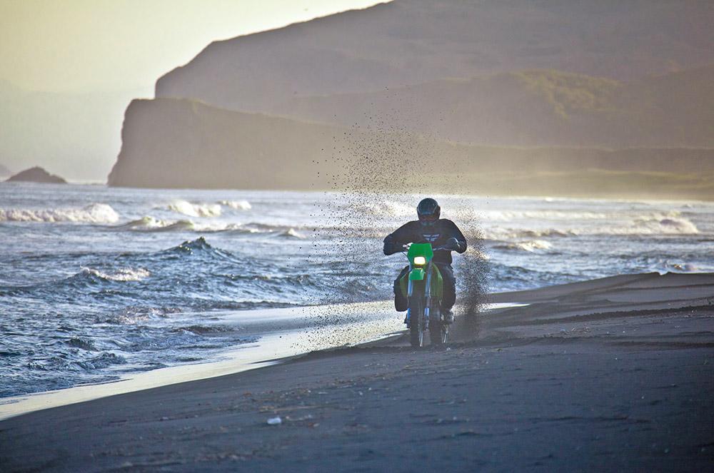 Le Kamtchatka est une région unique au monde, car vous êtes éblouis par sa beauté à chaque instant. Des volcans majestueux mais dangereux, une faune et une flore sauvages intactes, l'océan Pacifique dans toute sa puissance... Il n'en faut pas plus pour tomber amoureux du Kamtchatka pour de bon.