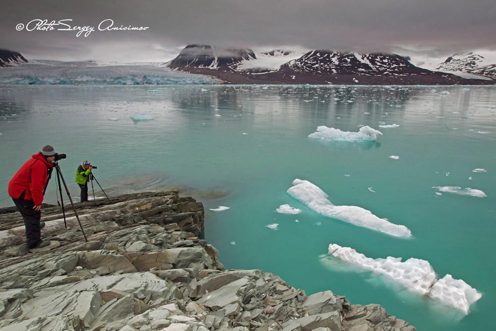 Nul ne connaît mieux les problèmes de l'Arctique que le photographe Sergueï Anissimov, issu de la péninsule de Yamal ; il a réalisé six albums sur le Yamal, le Grand Nord russe, et l'Arctique.