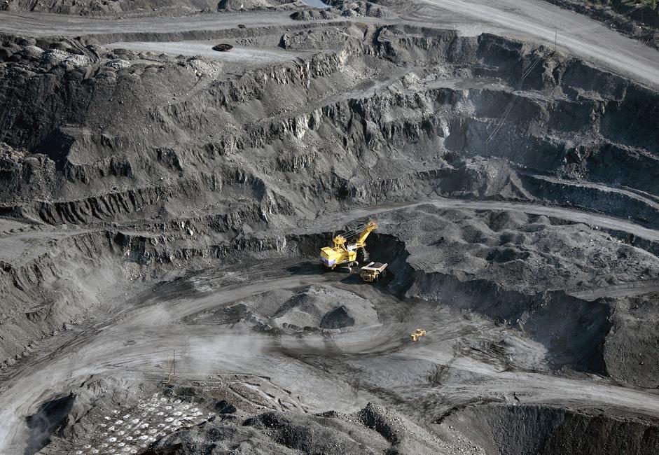 Угаљ представља један од првих облика фосилних горива експлоатисаних од стране човека. Његова употреба је  поспешила Индустријску револуцију. Временом је у процесу експлоатације угља коришчћена све савременија технологија.