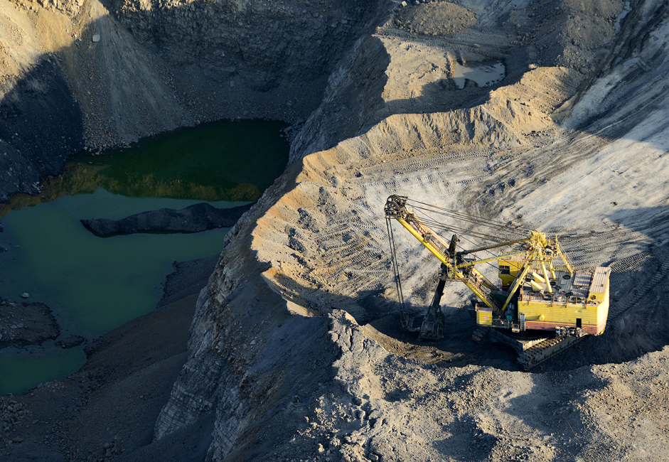Цена угља зависи од његовог значаја у датом моменту и квалитета, а на њено формирање снажан утицај имају и транспортни трошкови. Средња цена једне тоне угља у Русији износи око 100 америчких долара.