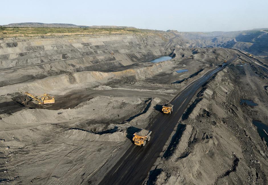 Преко 147 тешких кипера БелАЗ и Komatsu укључено је у свакодневни процес експлоатације угља. Носивост ових џиновских камиона креће се од 40 до 320 тона.