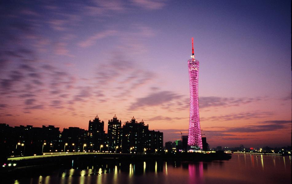 今日、シューホフのユニークな吊り構造の格子を使う建築法はフライ・オットーとノーマン・フォスターに受け継がれている。この様な建築物はヨーロッパと日本の現代建築にしばしば見られる。//広東テレビ塔、広州市、中国