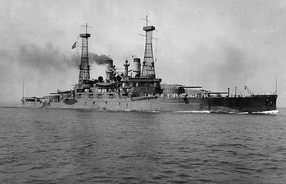 Along with Shukhov's hyperboloid towers, lattice towers (masts with an observation tower) were erected aboard ships. Shukhov's design attracted the attention of shipbuilders, since lattice masts afforded minimal air resistance on board a moving vessel. // North Carolina-class battleship
