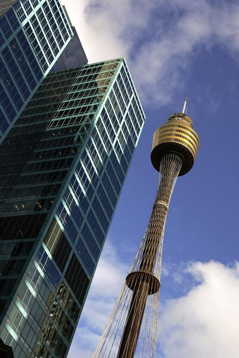 シューホフが19世紀に開発した3種類の格子構造は世界のどこにも類似のものがなく、画期的な発見だった。シューホフの仕事は国際的に認められ、1900年のパリ万国博覧会で金メダルを受賞した。//テレビ塔、シドニー、オーストラリア