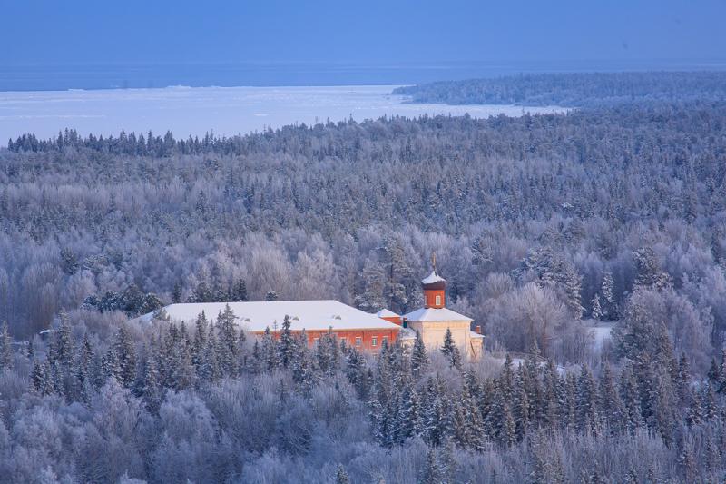 アンゼル(アンゼルスキー)島は「完全自然保護地区」に指定されている。この指定を受けた場所へは立ち入りが一年中規制されている。しかし冬には唯一、人が住む事の出来るボリショイ(大)ソロヴェツキー島を含む全ての島へのアクセスが制限される。