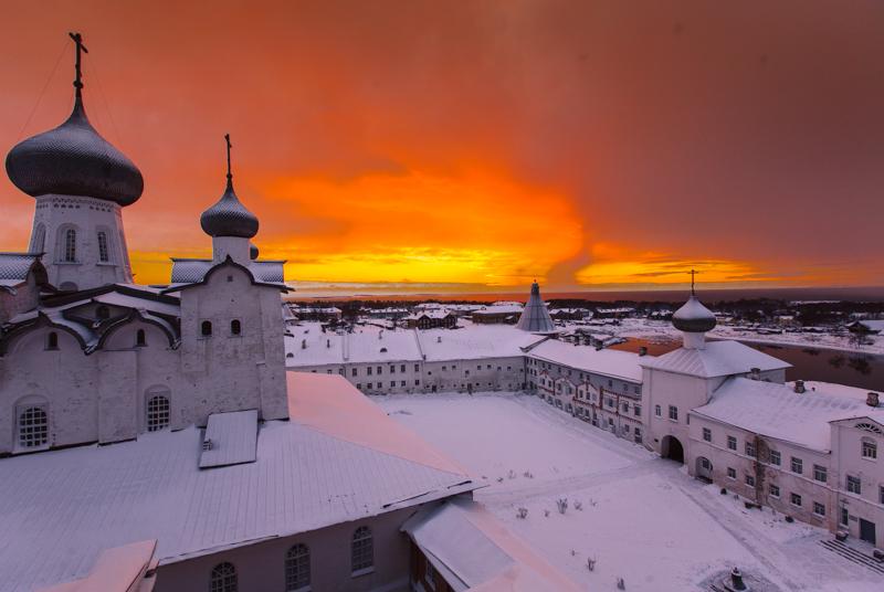 残念ながら、ソロフキの人気が高まるにつれ、人里離れた神聖な場所としての雰囲気が失われつつある。このような流れは誰にも止める事ができず、致し方ない。しかし、島にたどり着くのは今でも容易ではない。