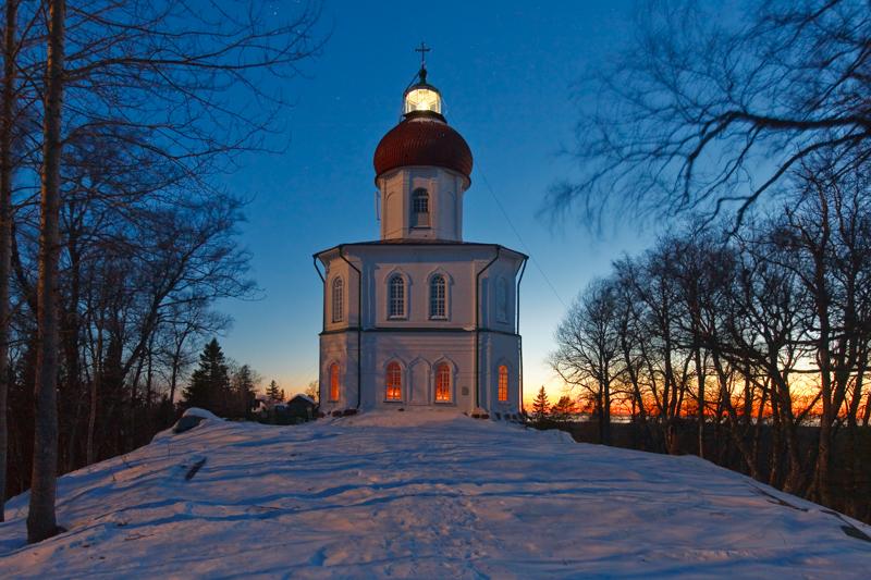 諸島で人気の高い観光スポットの中に、セキルナヤ山にある灯台教会がある。建物の頂点の十字架のすぐ下には、灯台の明かりとしても機能する巨大なランプがある。ランプ以外は全て修道院の一部であるが、ランプそのものは国防省のもので、観光客は近づけないことになっている。
