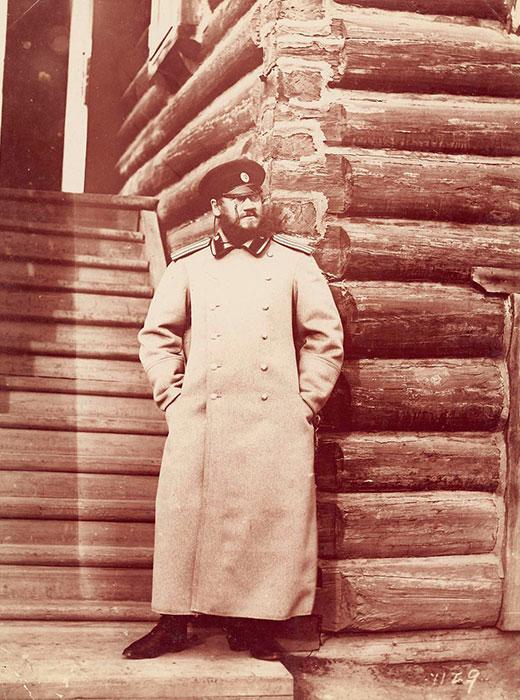 No início do século XX, o transporte ferroviário oferecia um serviço seguro que ligava as partes europeia e asiática da Rússia. / Coronel Vladímir Petrovitch Trusov.