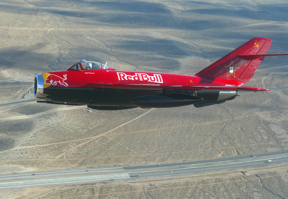 MiG-17 je lovački zrakoplov koji može letjeti brzinama bliskim brzini zvuka. Proizvodio se u SSSR-u od 1952. godine. Proizvođen je u različitim varijantama i koristio se u ratnim zrakoplovstvima brojnih zemalja.