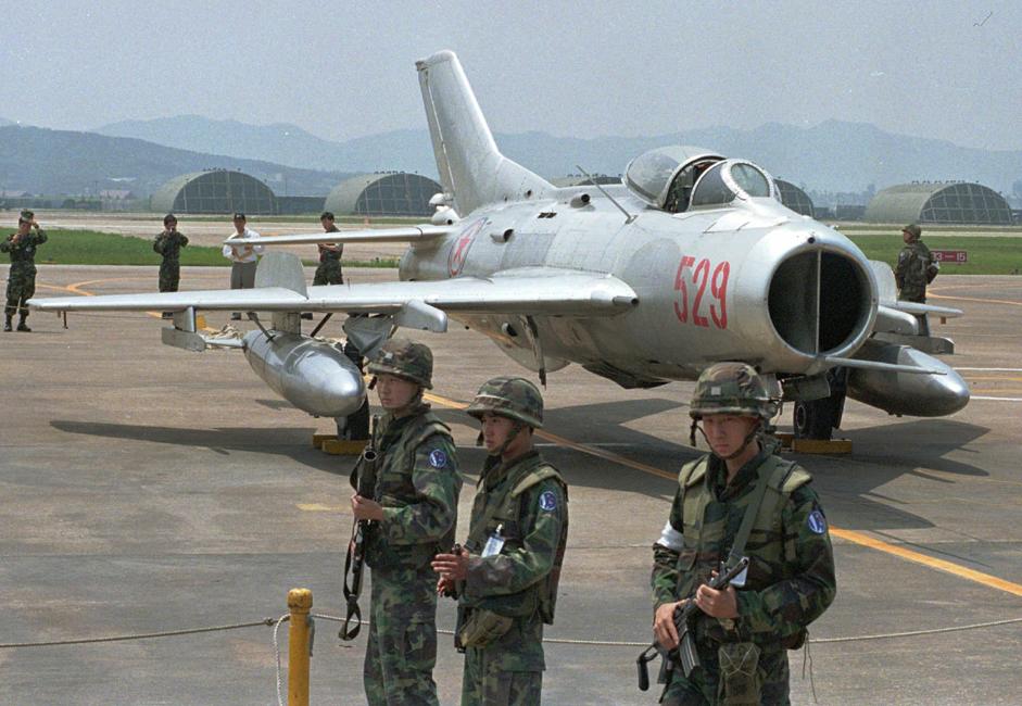 MiG-19 je sovjetski lovac jednosjed druge generacije s dva mlazna motora. To je bio prvi sovjetski serijski nadzvučni avion.