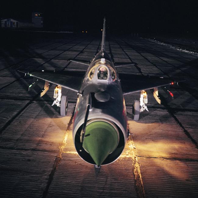 """MiG-21 je nadzvučni mlazni lovački aparat, konstruiran u Sovjetskom Savezu u OKB-u """"Mikojan"""". Zbog krila trokutastog oblika sovjetski piloti zvali su ga """"balalajka"""", jer je podsjećao na ovaj ruski narodni instrument."""