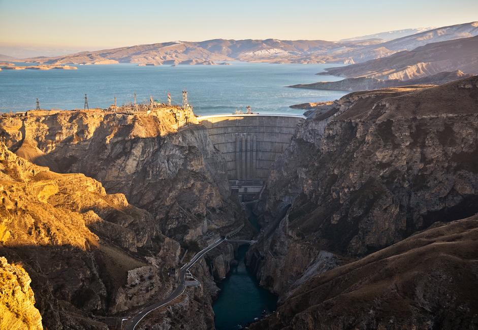Чиркејска брана саграђена је у сложеним геолошким условима, на подручју које се сматра сеизмички активном зоном.