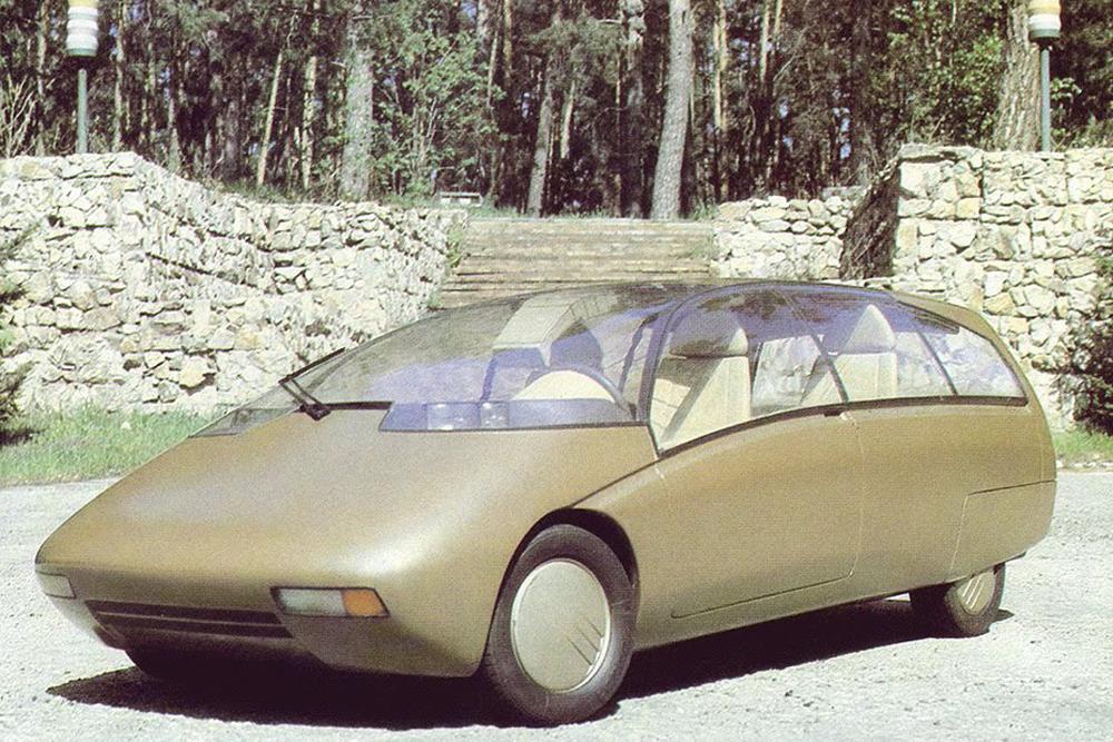 La VAZ X est une voiture concept expérimentale avec une carrosserie de fourgonnette, apparemment fabriquée par VAZ aux alentours des années 1990. Plusieurs revues spécialisées, y compris des publications étrangères, font mention de cette voiture, bien qu'aucun renseignement détaillé n'en soit disponible. Elle n'aurait été fabriquée qu'une seule fois, et les technologies de pointe dont elle était équipée se sont plus tard retrouvées dans la série VAZ de fourgonnettes, actuellement en cours de construction.
