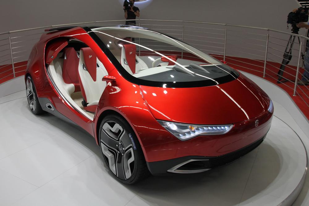 L'automobile Yo est une voiture hybride conçue en Russie. Elle vise à combiner une transmission électrique avec la puissance générée par un moteur à combustion interne à essence et d'un accumulateur capacitif. Ce projet a su compter sur l'appui de l'oligarque russe Mikhaïl Prokhorov. D'après les concepteurs, la production industrielle était prévue pour début 2015. Le projet, selon des sources internes, a malheureusement été abandonné en février 2014.