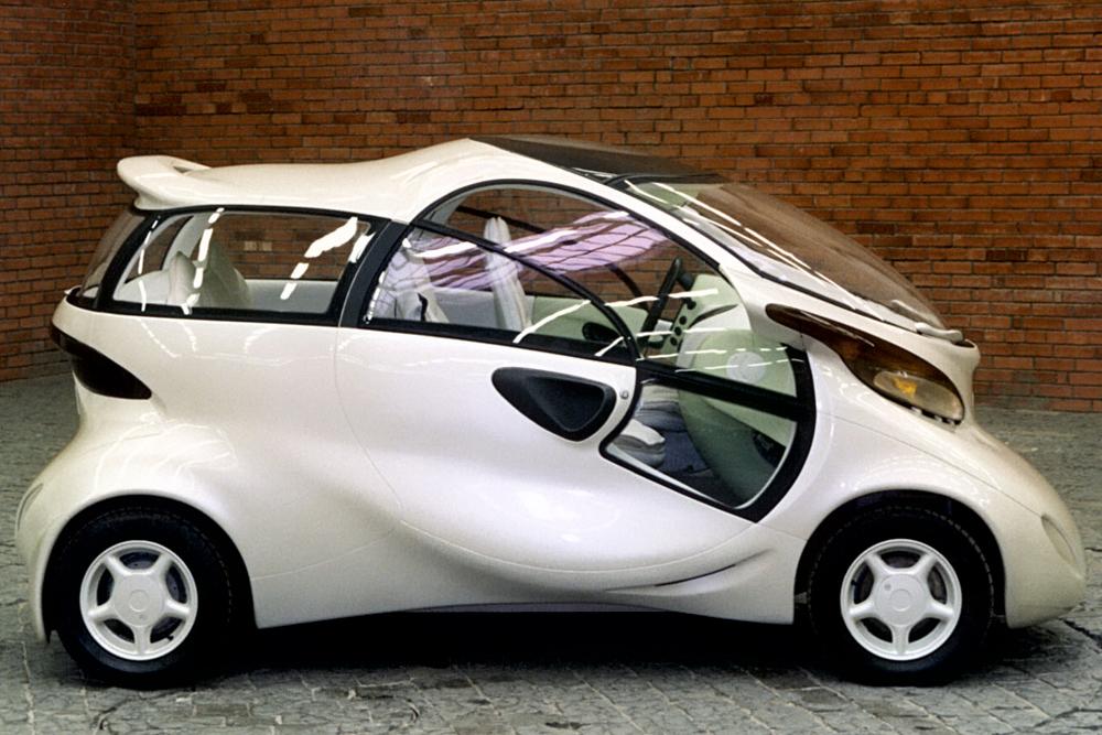 La Lada Rapan est une voiture électrique de construction russe, développée par des ingénieurs et concepteurs au département de développement technique d'AvtoVAZ. Ce modèle expérimental a été lancé en 1998. Le module de commande est, tout comme l'airbag, logé dans le volant. Le modèle a pour la première fois été présenté au Salon international de l'automobile « Paris 98 » à Rome. Le véhicule n'a pas été fabriqué en série ni produit à petite échelle, faute d'infrastructure pour des véhicules électriques en Russie.