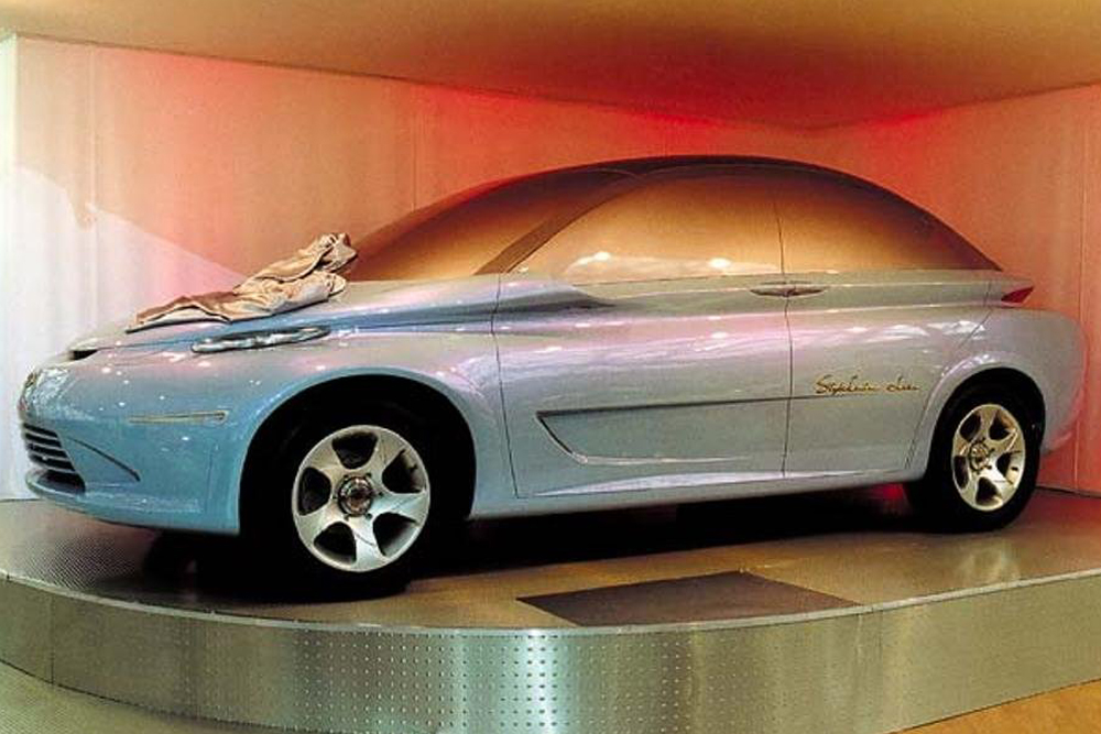 Avec la voiture concept Lada Peter Turbo STC, les concepteurs d'AvtoVAZ, sous la direction de Sergeï Sinelnikov, ont fait montre de leur vision d'un monospace doté d'excellentes propriétés aérodynamiques. Détail curieux, le toit n'est pas convexe, mais légèrement concave. Dévoilée en 2000 au Salon de l'automobile de Paris, la conception de ce modèle a rencontré un franc succès auprès des experts étrangers. Mais ce n'était qu'un modèle — les portières qui ne servaient que comme toile décorative ne s'ouvraient même pas. Cette voiture concept n'est jamais sortie de la planche à dessin et se trouve maintenant dans un musée.
