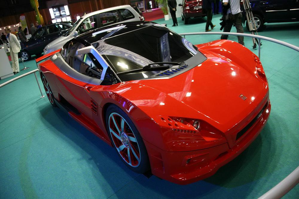 Au Salon de l'automobile de Paris 2008, AvtoVAZ a présenté des voitures concept sports Lada Révolution III, fruit de cinq années de travail pour développer une nouvelle génération de voitures de sport russes. Le constructeur a effectué une série d'essais sur route en 2009 sur le circuit de Nurburgring en Allemagne. La Lada est équipée d'un moteur turbo Renault F4R774 2.0 litre de 245 chevaux (310 Nm) doté d'un modèle de commande Motec et d'un coupé Porsche. A puissance comparable, la Lada Révolution III atteint des vitesses supérieures à celle de la Porsche Cayman. Toutefois, ce modèle n'a plus activement participé à d'autres courses et n'a jamais été fabriquée en série.