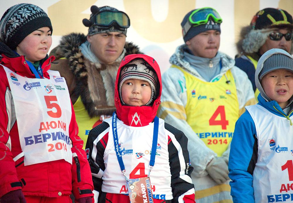 Musher termuda di Kamchatka berusia enam setengah tahun. Setiap tahun, semakin banyak anak-anak yang tertarik pada olahraga ini. Bagaimanapun, setiap anak bermimpi untuk memiliki anjing. Manfaat yang mereka dapatkan dari Beringia tidak hanya olahraga dan udara segar, tetapi juga komunikasi dengan hewan.