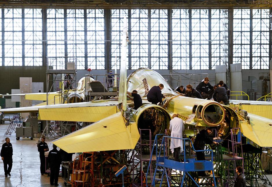 Lebih dari 6.000 pekerja dan spesialis terlibat dalam pembuatan pesawat ini di pabrik.