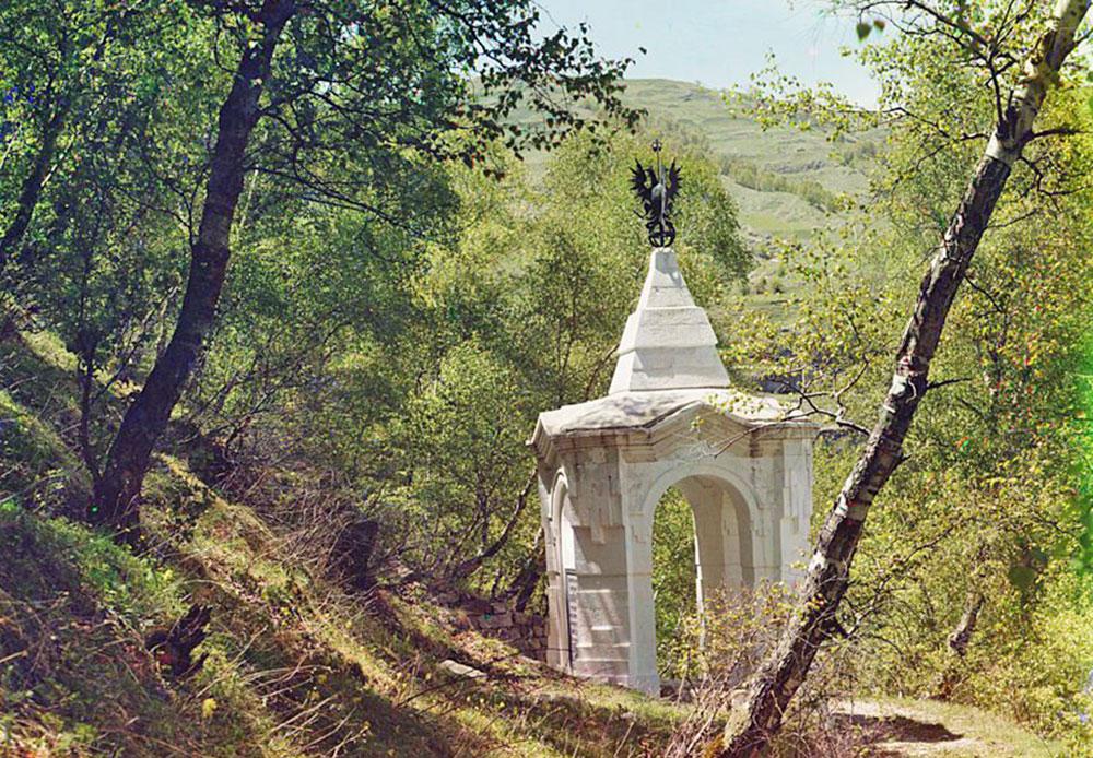 Der Ort von Schamils Gefangenschaft. Schamil war ein Führer der kaukasischen Bergvölker in der Mitte des 19. Jahrhunderts. Mit seinem Namen verbinden sich vor allem seine Kämpfe um eine Vereinigung der Bergvölker Westdagestans und Tschetscheniens, später auch Tscherkessiens.