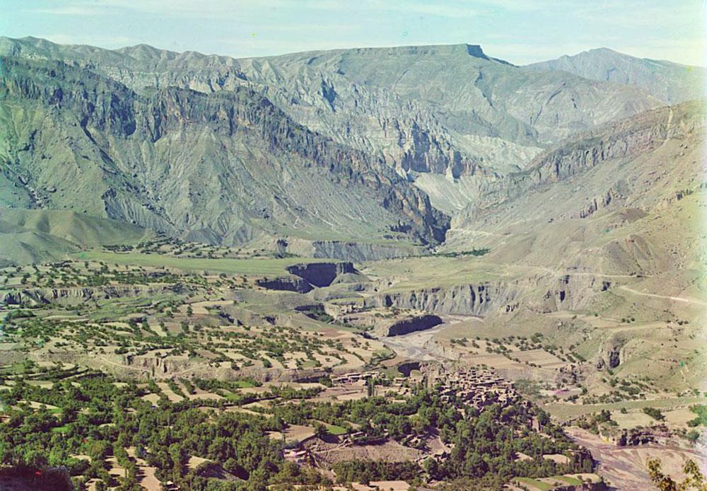 """Der Name Dagestan kommt aus den Turksprachen und bedeutet soviel wie """"Land der Berge"""". / In den Bergen Dagestans"""