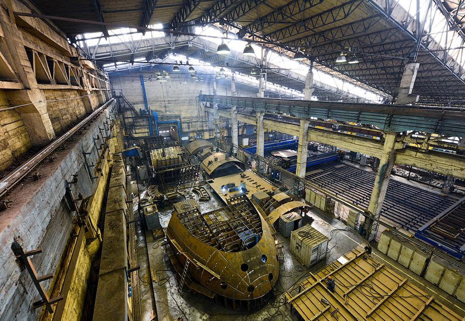 "Di sini jugalah kapal pemecah es bertenaga nuklir pertama dunia ""Lenin"" dan kapal pesiar ""Aurora"" dibuat."