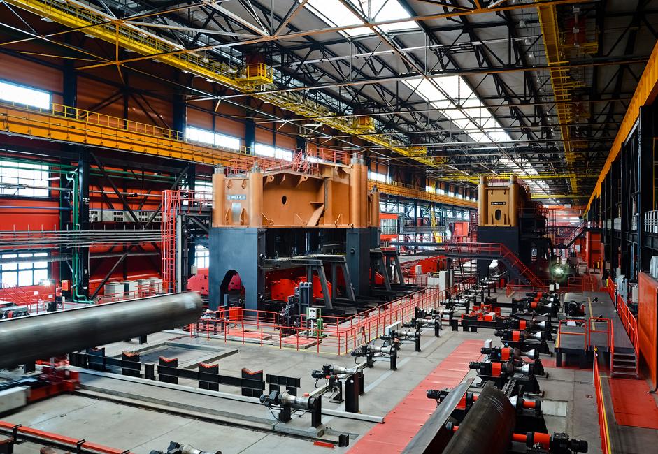 Dalam beberapa tahun terakhir, perusahaan tersebut telah melakukan tiga proyek investasi besar, salah satunya pabrik produksi terbesar di Eropa untuk pipa berdiameter besar Vysota 239 (Ketinggian 239) di pabrik pipa gulung Chelyabinsk. Fasilitas ini merupakan sebuah terobosan bagi industri pipa dan menerima gelar 'Metalurgi yang Dilapisi Putih'