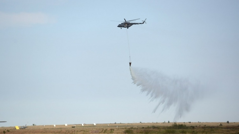 Helicopters brought down several thousands of litres of water to the firing ground, practicing fire-fighting, and the fighters hit the ground targets with missiles and bombs.